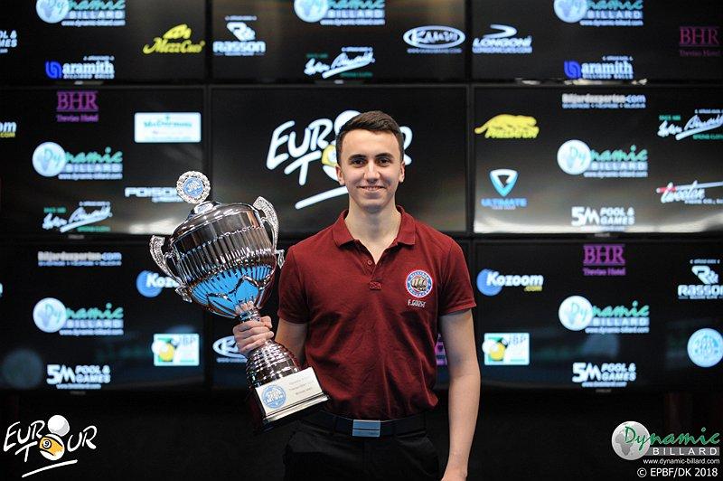Fedor Gorst với chiếc cúp chiến thắng tại giải đấu Dynamic Billard Treviso Open 2018